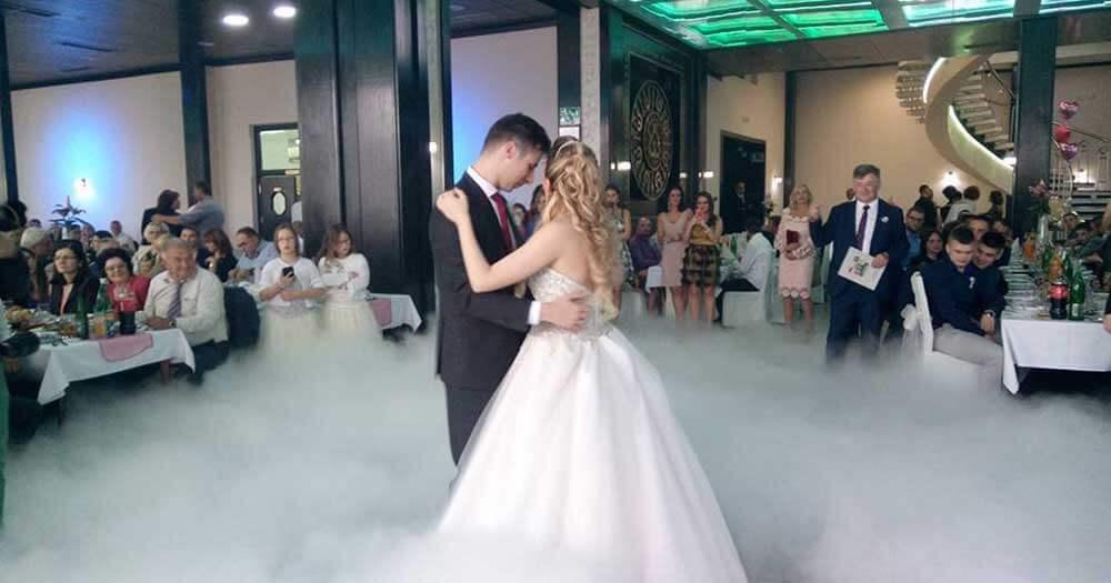 Svadba kod Ilića gde bendovi za svadbe jesu stalni gosi